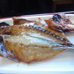伊豆中ばんばん食堂 - 定食セットの鯵の干物