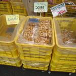 中野製菓 - 試食しながら購入できます。
