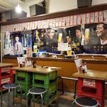 中落ち100円の店 まぐろんち - 店内雰囲気。