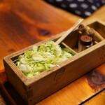 駒形どぜう - 大量の葱に七味と山椒
