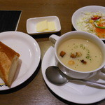 白雪ブルワリーレストラン長寿蔵 - ハッセルトのスープ・パン・サラダ