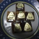 オーボンヴュータン - 2012年3月:キャラメル(\105×6,テ、ショコラ、カフェ、プレーン、ヘーゼルナッツ…単品の名前うろ覚え(^^;)