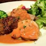アン カルネ - チキンのパプリカ煮と牛肉のグリル