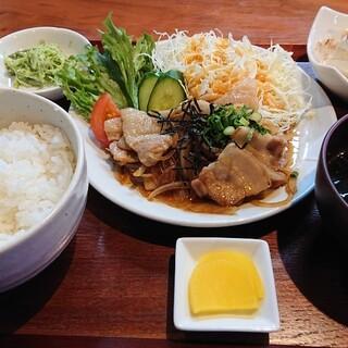 ちぐさ - 料理写真:豚生姜焼き定食