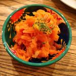 スミヤ ピン - 人参とドライイチジクのサラダ
