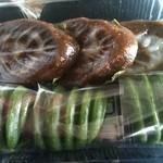 和菓子処 ふじ - (上)べこもち (下)蓬の風味が素晴らしい草しんこのセット