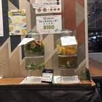 ディーアイワイ サラダ & デリカテッセン - デトックスウォーターは100円です。