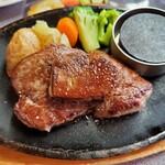 牛右衛門 - 料理写真:フォアグラ&フィレステーキ ¥1880(税別)