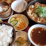 酒麺亭 潤 - もつ煮定食 950円