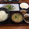 おせんや - 料理写真:生シラスと小鉢2品がついて750円はお得感あり