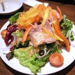 ビストロ酒場 クラフト×クラフト - 自家製ローストビーフのサラダ