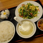 """123064449 - """"ウィンナー、玉子と豆苗炒め"""""""