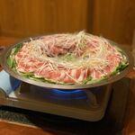 123068402 - こちらのお店の看板メニュー、肉炊き鍋