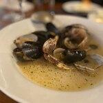 エス グロッソ - ムール貝と活アサリの白ワイン蒸し