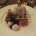 UCC Cafe Comfort - 苺あずきと桜のワッフル