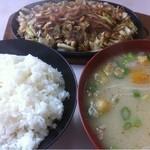 馬鹿盛ぽんぽこ - ホルモン定食(700円)