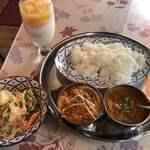 ウパハール - Cセット(マトンカレー、チキンマサラカレー)