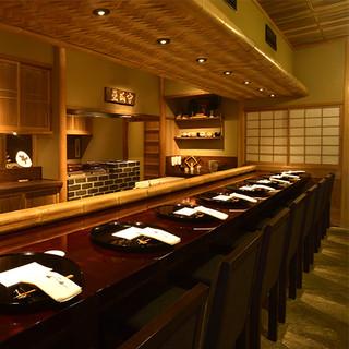 茶室を彷彿させる落ち着いた和空間は、待ち時間さえ上質