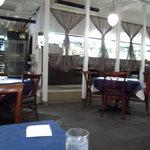 ロビンソン キタハマ - 飾りカーテンの向こうがキッチン