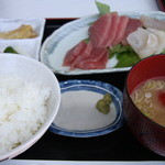 美美庵 - 一押しは刺身定食。到着後のお昼に。