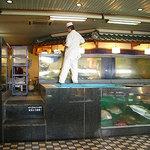 1231433 - 生簀から新鮮な魚をすくってくれます