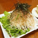 味彩 - 大根サラダ350円。ツマの活用みたいですが、梅ドレッシングが美味。