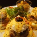 ザ リビング - 料理写真:エッグベネディクトの最新作!ムッシュのエッグベネディクト。凄まじいボリュームと美味しさです!
