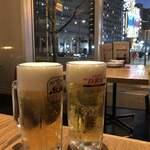 123111399 - まずはビールで乾杯!