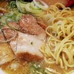ラーメン 大和 - 麺とチャーシュー