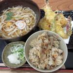 ほたや食堂 - 天ぷらうどん(850円)⁺かやくごはん(150円)
