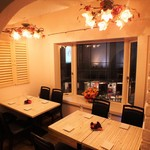 ミラフローレス - 個室8名様×1 半個室 <個室>接待、合コン、女子会におすすめ!大人気の個室空間。渋谷スペイン坂の夜の景色を眺めながらお食事をお楽しみいただけます。