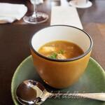 123137456 - 玉葱の温かいコンソメスープ