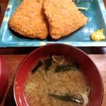 しま田 - アジフライ定食の右側
