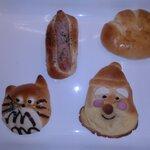 ぱん工房 ふくふく - 左から:みんなの仲間たち、びっ具りフランク、サンタさん、クリームパン