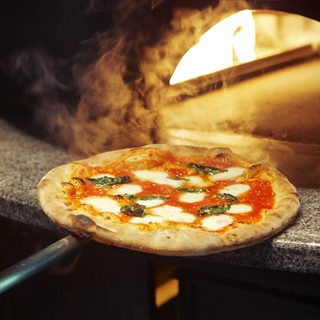 焼き立てのピッツァをお楽しみください