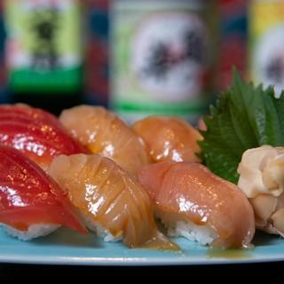 八丈島の郷土料理「島ずし」をぜひ。旬魚の刺身も絶品