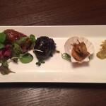 123150909 - 前菜                       ねぎの肉巻き揚げ 甘辛ダレ漬け、茄子ピリ辛酢漬け、帆立貝、搾菜