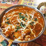 スビ・マハル - 料理写真:なかなか色鮮やかなカレー。今日のカレーはひよこ豆とチキンとジャガイモ