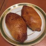 イクラバル ロシアンビストロ - 焼きパンのピロシキ
