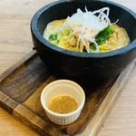 鶏と白菜の白湯石鍋パスタ