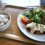 ウォーターサイト.オットー - 大粒牡蠣フライ定食(1210円:税込)、ご飯がセットになっています。
