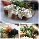 ウォーターサイト.オットー - *牡蠣フライにはタルタルソースがかけられ、揚げたてですので普通に美味しい。 *サラダはタップリ。 *荒布の煮物となます添え。