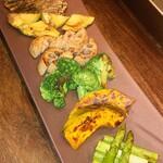 鉄板焼キュイジーヌ バンブー グラッシィ - ●産直野菜の鉄板焼き          各500円〜 ・グリーンアスパラ ・アボカド ・ブロッコリー ・蓮根 ・南瓜 ・山えのき 色々と焼き野菜が選べて良いです。野菜の食感を残した上手な蒸し焼き。