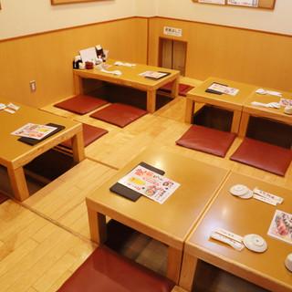 テーブルをレイアウトし、最大18名様のご宴会まで対応。