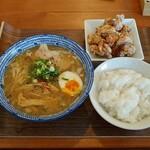 麺や 五山 - 料理写真:五山らーめん&ライス・唐揚セット(900円)