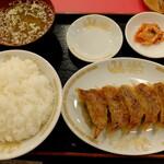 """桃花園 - """"焼き餃子/6個"""" """"ライス"""" """"味噌汁"""""""