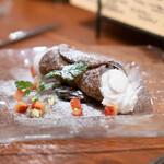 aniko - イチゴのカンノーリ ピスタチオ