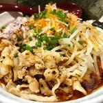 麺小屋 てち - 料理写真:みそら〜めん(並)腹いっぱい 820円 +もりだくさん・よくばりトッピング 380円