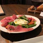 カプチーニ - Burrata con Frutta di pomodolo Prosciutto di parma e Selvatica1000円