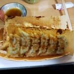 王子餃子専門店 - 料理写真:ニラ玉餃子と、にんにく餃子
